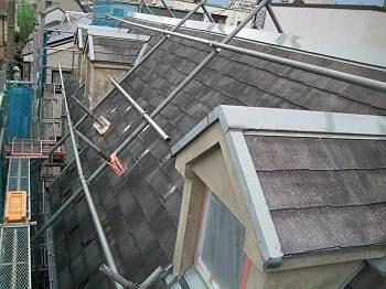 下塗り後の屋根です。 これから塗り替えを行います。