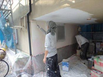 1階車庫内中塗りの様子。