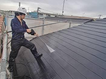 洗浄中の屋根です。