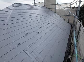 遮熱塗装を施した屋根の施工後の様子。
