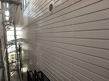 施工後の外壁です。 サイディングの平らな外壁が明るく輝いています。