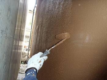 上塗りを行っています。