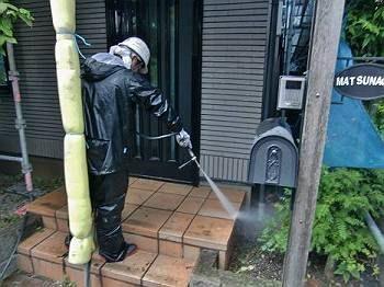 玄関タイル床の洗浄