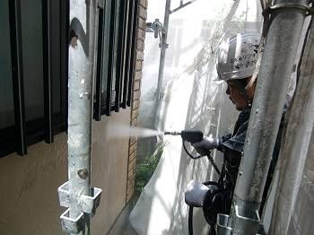 外壁洗浄の様子。