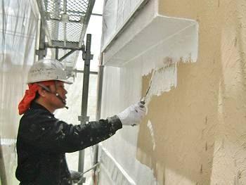 外壁の下塗りは水性ソフトサーフSGです。