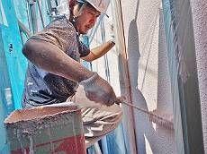 続いて外壁の中塗りです。