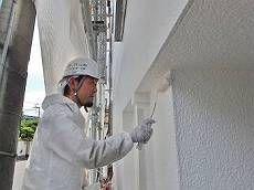 中塗り後、上塗りをかけます。ほぼ真っ白に見える「N-90」という色番号です。