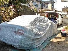 お施主様のお車にはカーカバーをお掛けしています。
