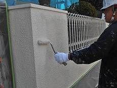 塀も塗装を施しました。