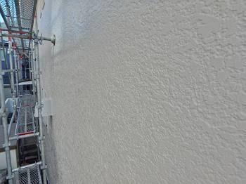 施工後の外壁です。白系のN-90で塗装。