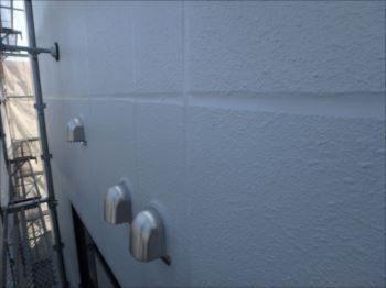 雨漏りの原因だった北面外壁の目地シール。しっかり打ち替えて綺麗に塗装。これで安心です。