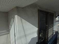 要所で汚れている白系の外壁