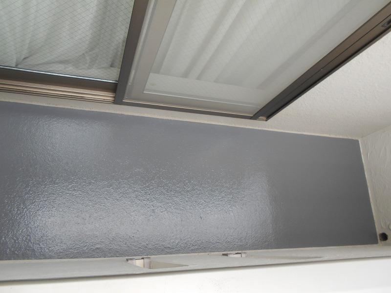 FRP用の上塗材(表面の保護剤)を塗装して完成です。