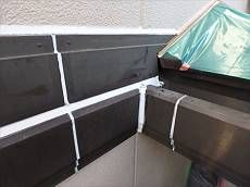シール工事を行います。ALCの外壁ではなく、帯板や鉄部の打ち替えを行いました。