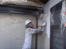 外壁の下塗りは菊水化学の『ロイヤルフィラー』です。
