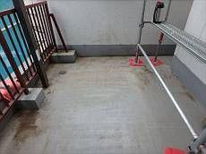 バルコニー内の防水層も劣化が目立つ為、塗り替えを行います。