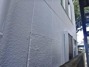 日当りがよく、シンプルなおうちの為か白の外壁から清潔感と温かみを感じます。