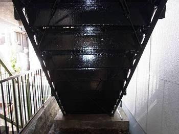 施工後 アパート階段
