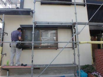 窓枠ダメ直し(穴埋め)