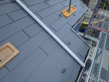 屋根とのメリハリがいい感じです。