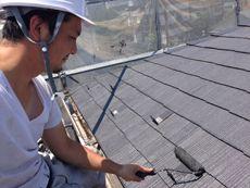 下塗り作業が終わりました。次は屋根の中塗り作業です。