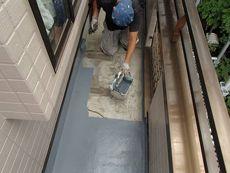 ベランダの床も綺麗に塗装します。