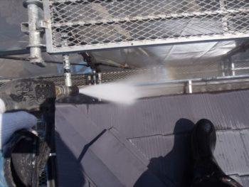 雨樋内部も洗浄します。