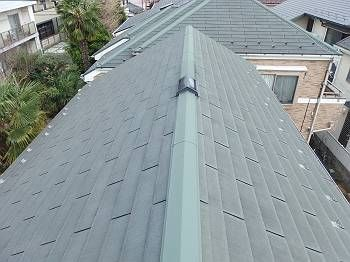 屋根施工前 屋根や笠木が退色しています。