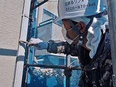 雨樋は既存色に調色して塗装。