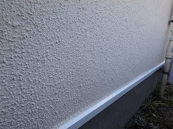 基礎水切りも白系で綺麗に塗装されました。