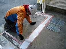 駐輪場内も鉄骨などを塗装し、床の白線も塗り直しました。