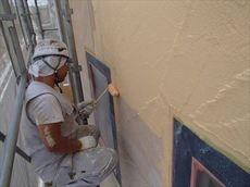 外壁の中塗り作業です。