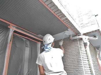 バルコニー軒裏の塗装です。