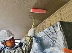 養生をしっかり行った後、外壁の下塗り開始です。