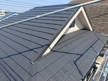施工後の屋根です。遮熱塗料のSK化研クールタイトSI。色はセピアブラウン(CLR-121)で塗装しました。