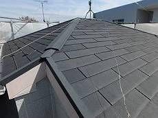 屋根の状態です。退色が見られカサカサの状態です。