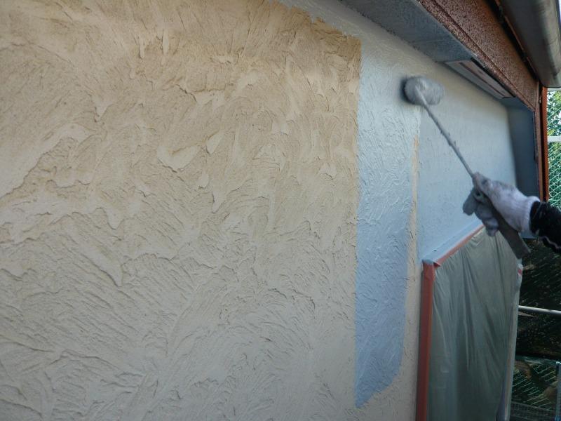 ローラーを使って、中塗りをスタート。