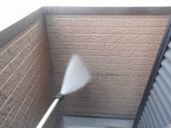 高圧洗浄 ベランダ内壁