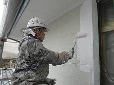 続いて外壁の下塗りです。