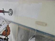 中塗り・上塗りを行います。菊水化学の新製品「ロイヤルシリコン」で塗装。