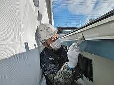 雨樋もグレーの調合色で塗り替え。