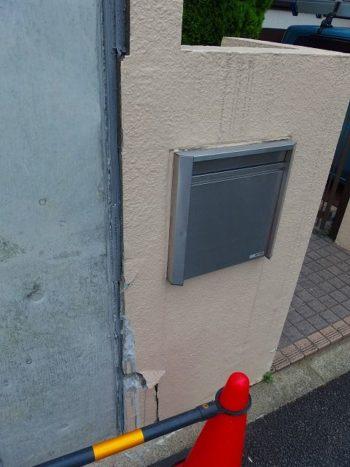 お隣の新築工事の影響で、塀に一部補修が必要になっています。 お隣の監督さんと打ち合わせてお互いに上手く行くように打ち合わせをしました。