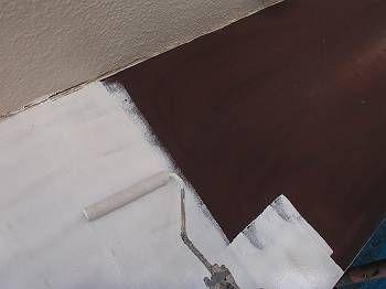 鉄部の下塗り中です。