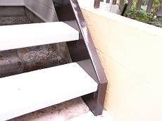 階段も塗り替えてスッキリ