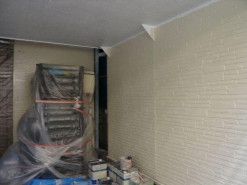 無事に車庫の天井が塗れました。