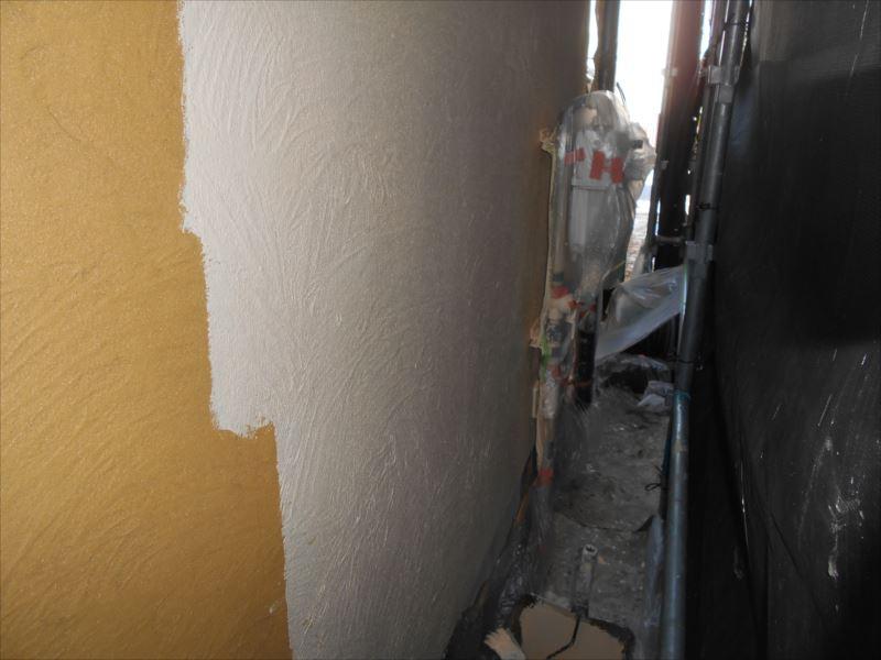外壁の中塗りがスタートしました。