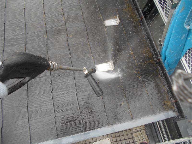 汚れは雨樋まで押し流していきます。