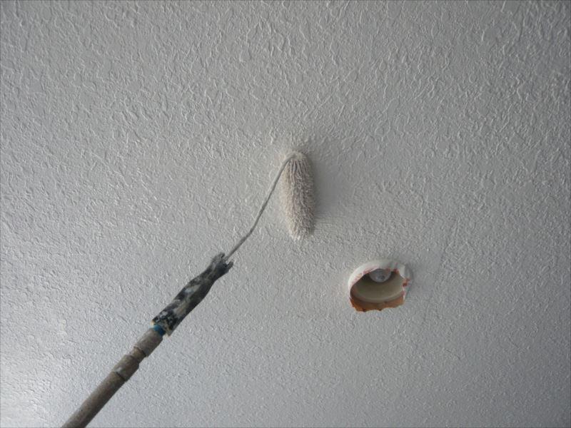 天井の上塗りです。