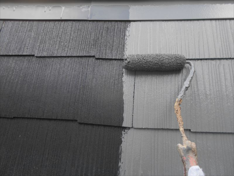 下地材が乾いたら、中塗りがスタートです。