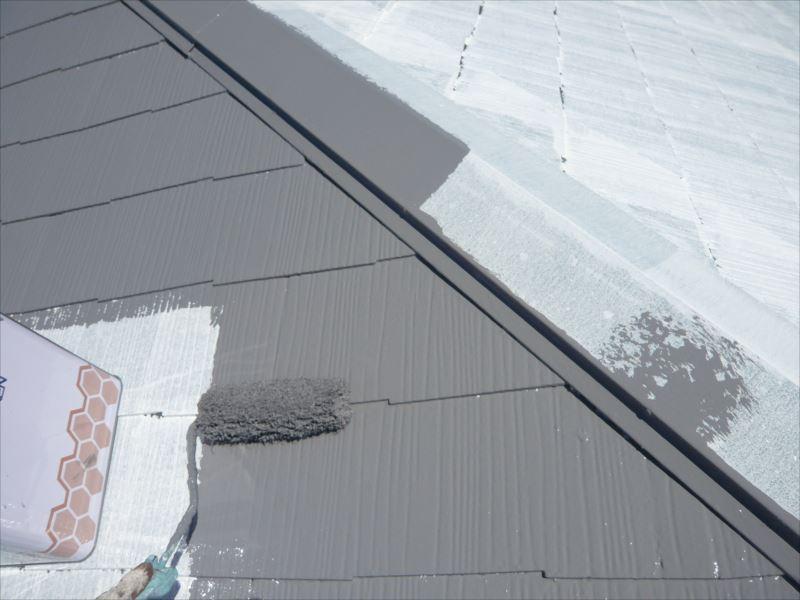 屋根の中塗りがスタートしました。